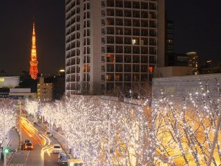Une rue illuminée de Roppongi Hill