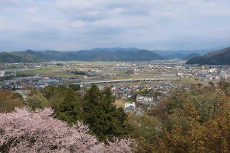Nishiyama Park and Road Station