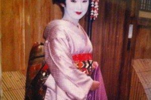 Choisissez vous même le kimono que vous souhaitez porter pour une ballade le long des ruelles du quartier historique de Gion