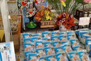 O produto mais especial da loja é o doce de figo criado com a imagem de Amakusa Shiro