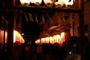 Night path to Yagumo-jinja
