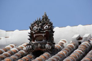 A shisa dog atop the Nakamura House stands guard against any evil spirits that dare to encroach.
