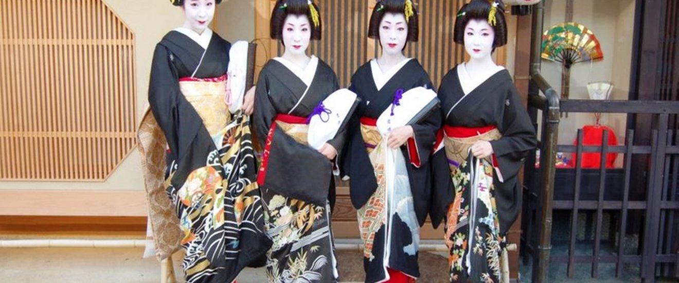 Geisha with Kyoto Black Montsuki
