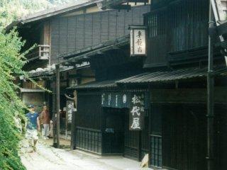 บางส่วนของหมู่บ้านซึตมะโกะและหมูบ้านมะโกะเมะดูเหมือนฉากในหนัง