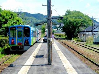 Aizu Shimogou Station platform