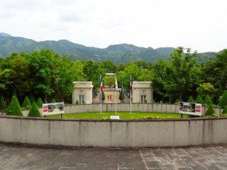 Main entrance to Jardin de Bagatelle
