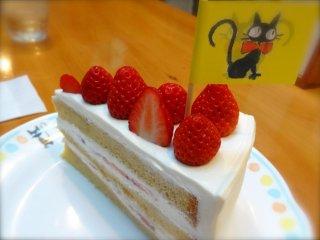 Клубничный тортик был таким замечатльным, я не хотела делиться ни с кем (790 иен)