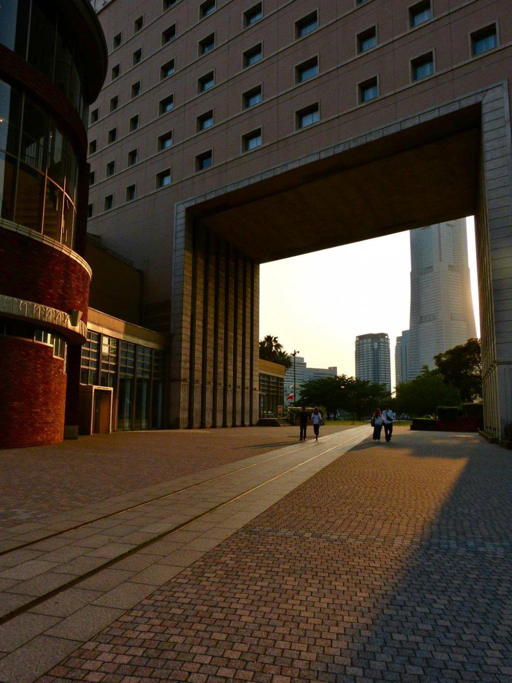 건물 중심부 직사각형 공간의 흥미로운 디자인
