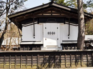 The contrast of dark wood and white walls define this Edo style architecture.