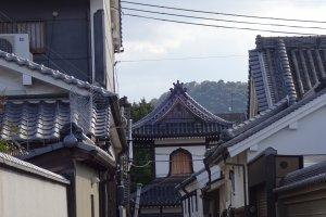 View of Shonenji Temple through a small alley