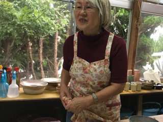 Local artist Kato-san explains the history of natural dyeing.