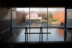 The indoor and outdoor onsen baths at Midori-no-Sato
