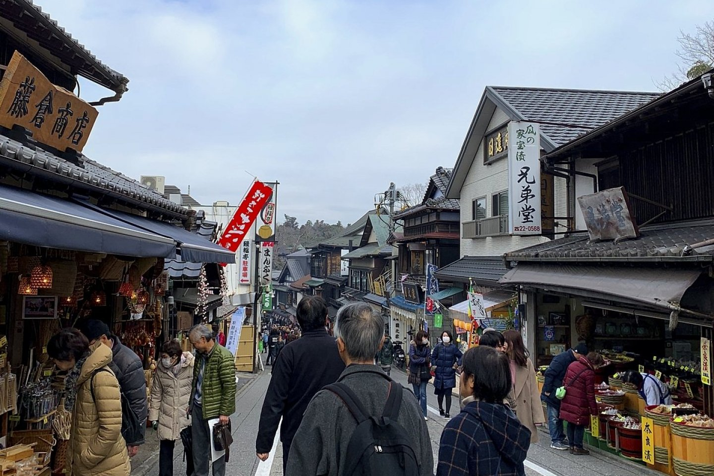 Naritasan\'s main approach with its many shops and restaurants