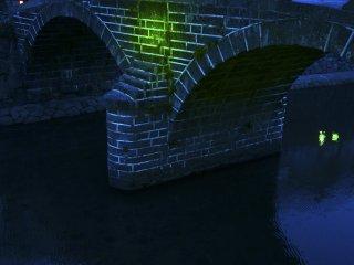 Megane-bashi illuminé de vert