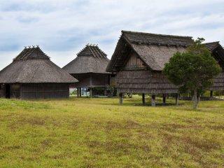 Le Village du Sud abrite 27 habitations reconstruites, incluant des logements semi-enterrés et des bâtiments surélevé