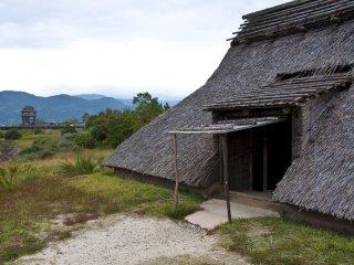 Entrée d'une maison semi-enterrée à Minami-no-mura