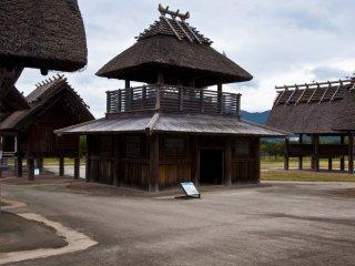La tourelle du marché à Kuratoichi : Ce bâtiment est le bureau administratif pour le marché