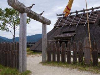 La maison du roi à Minami-naikaku : Dans cette enceinte 20 bâtiments, dont 4 tours de guet, la maison du roi, une cuisine et les résidences royales, ont été reconstruits