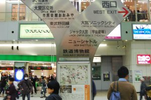 Clear guidance in front of the gate of Omiya station.