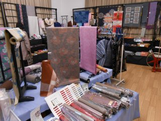 There is agood selection of silk goods in thestore.