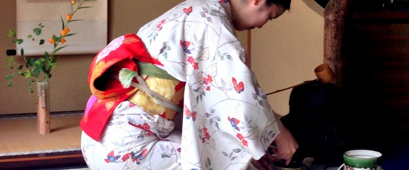 Calme, discipline et élégance, la cérémonie du thé de Camellia était une expérience envoutante