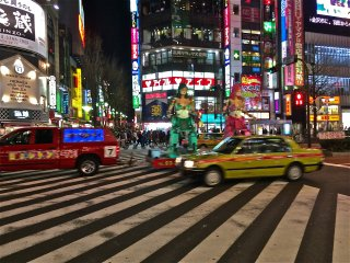 Walking around in Shinjuku we came across a moving Robot Restaurant advertisement!