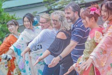 Tokyo Ueno Tea Ceremony Tour with Guide in Kimono