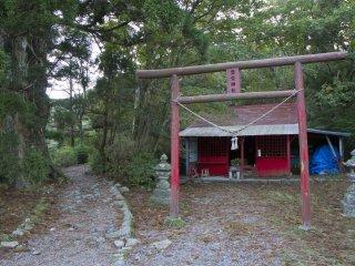 불교와 신토가 어우러진 장소, 로쿠칸논사 또는 토요케 신사라고도 한다