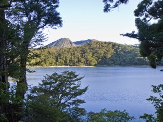 카라쿠니산과 함께 사당근처의 로쿠 관음 연못