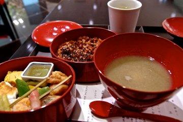 <p>&ldquo;金田中&rdquo;午餐套餐。</p>