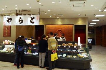 <p>位于横滨SOGO的虎屋菓寮</p>