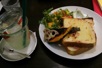 <p>Croque monsieur and apple cider (or, if you&#39;re British, lemonade).</p>