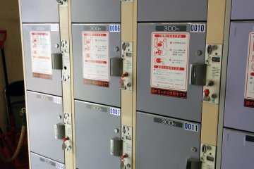 <p>Large size coin lockers to store your belongings.&nbsp;</p>