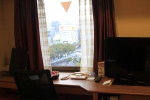 จากโต๊ะทำงานริมหน้าต่างมองไปยังย่าน Sakae