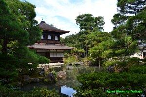 Silver Pavilion และสระน้ำแต่งสวนแบบญี่ปุ่น