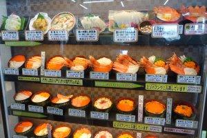 ภาพตัวอย่างเมนูอาหารทะเลตามร้าน ราคาตั้งแต่ 840 - 2,100 เยน