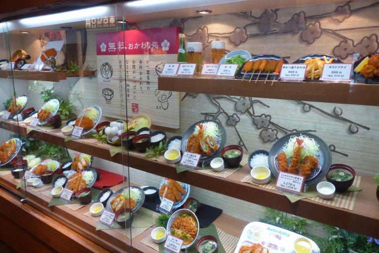 Katsuraku หมูทอดเจ้าอร่อยที่โอไดบะ