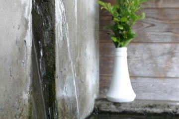 Бьющий фонтан чистой воды в Асо