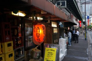 As with many Japanese restaurants, especially izakayas, do not judge them by their outside appearance. Andy's Shin Hinotomo is just a short walk from Yurakucho Station