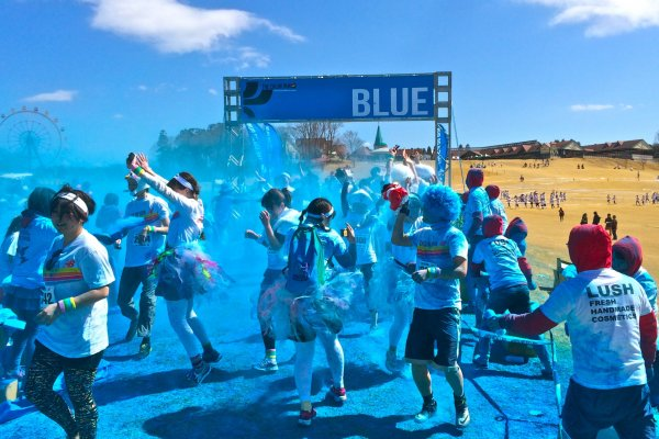 Blue! The first color station of The Color Run held at Country Farm Tokyo German Village.