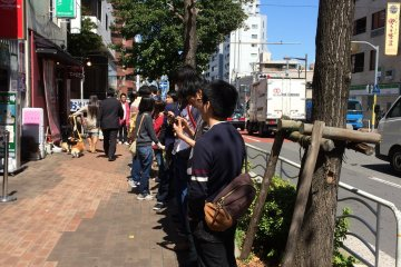 <p>By 11am, the queue has extended to the streets</p>