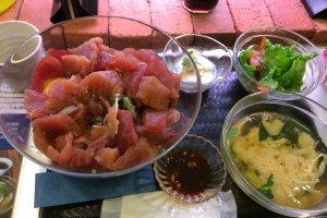 Quelques plats en accompagnement du bol de thon rouge