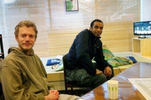 Mein host Matt (left) with a guest