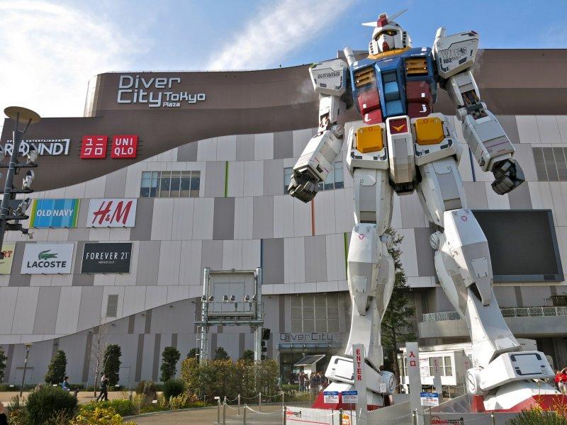 https://a0.cdn.japantravel.com/photo/12256-69153/800/tokyo-gundam-statue-gundam-front-tokyo-69153.jpg