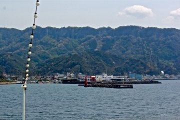 <p>Just a 40-minute cruise from Kurihama Port Terminal, on a clear day you can view Mt Nokogiriyama from the comfort of the ferry.</p>