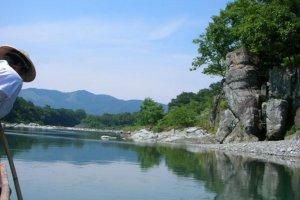 Andar no tradicional barco Nagatoro pelo Rio Arakawa