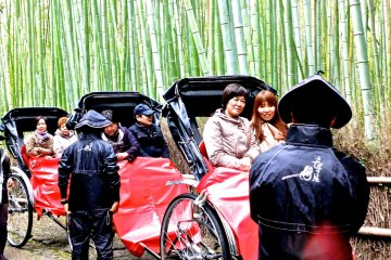 <p>It&#39;s raining? Who cares?! I&#39;m enjoying the beauty of Kyoto!</p>