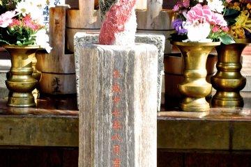 <p>Altar details</p>