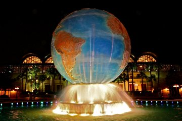 <p>The Disney AquaSphere located at the entrance of Tokyo DisneySea is a hint of the nautical voyage you&#39;ll experience once you pass through the turnstile.</p>