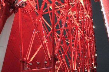 ชิงช้าสวรรค์สีแดงบนห้าง HEP Five